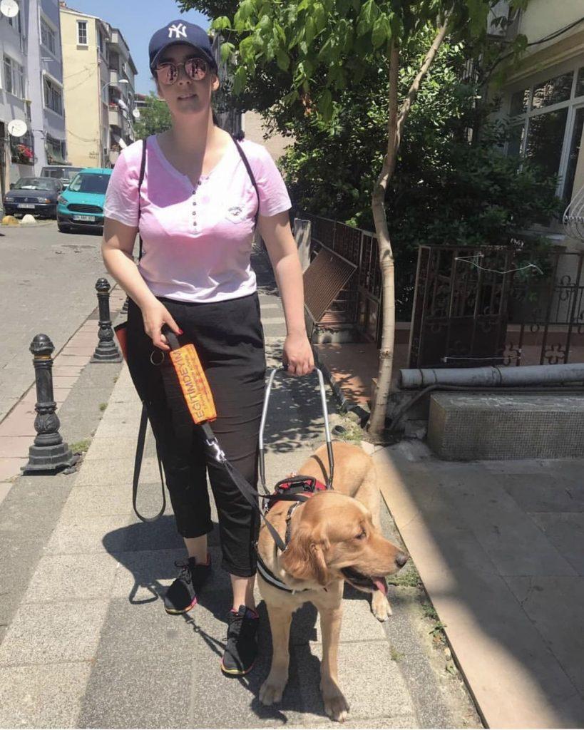 Türkiye'nin İlk ve Tek Rehber Köpek Hareketlilik Eğitmeni; BURCU BORA